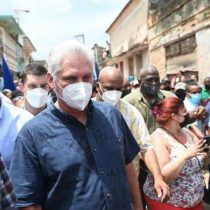 El presidente de Cuba convoca a sus seguidores a salir a las calles ante la masiva protesta que pide cambios políticos en la isla