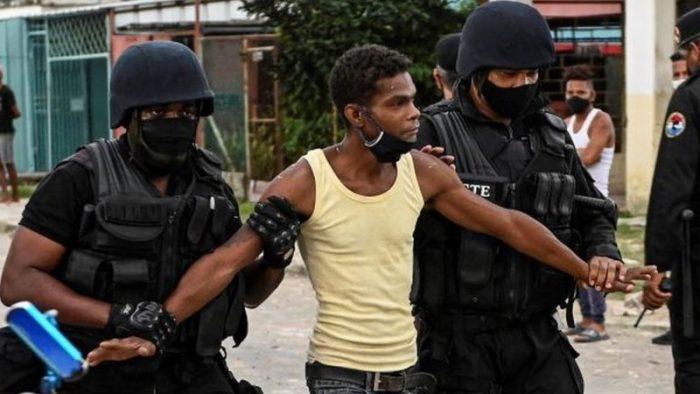 """Erika Guevara-Rosas, directora para las Américas de Amnistía Internacional, por Cuba: """"Están enviando un mensaje de terror para persuadir a las personas de que no regresen a las calles"""""""