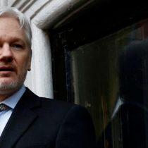 Ecuador le quita la ciudadanía a Julian Assange