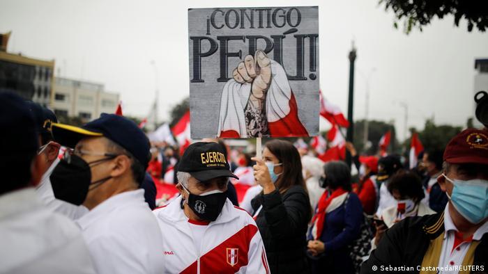 Seguidores de Keiko Fujimori atacan a ministros durante marcha