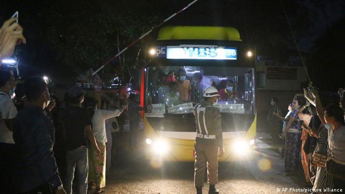 Junta birmana libera 2.296 detenidos tras golpe de Estado