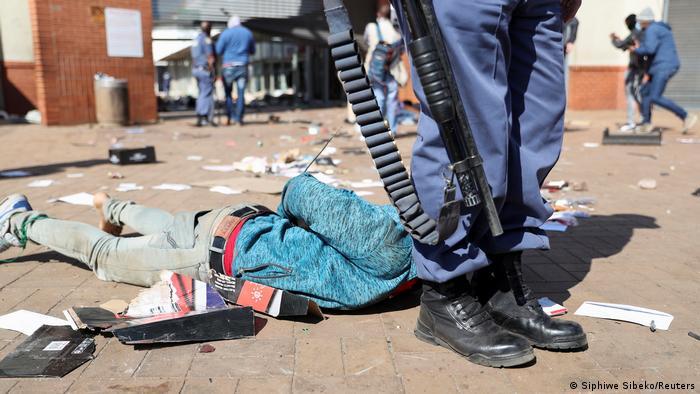 Más de 30 muertos en ola de violencia en Sudáfrica