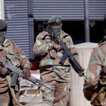 Sudáfrica llama a 25.000 soldados para intentar contener violencia