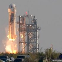 Jeff Bezos logra exitoso viaje al espacio con Blue Origin