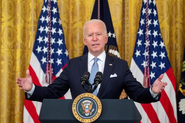 Presidente Biden no descarta que el Gobierno pueda ordenar vacunarse a todo EE.UU. de manera obligatoria