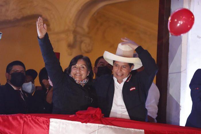 Tras semanas de espera, Pedro Castillo es proclamado presidente electo de Perú