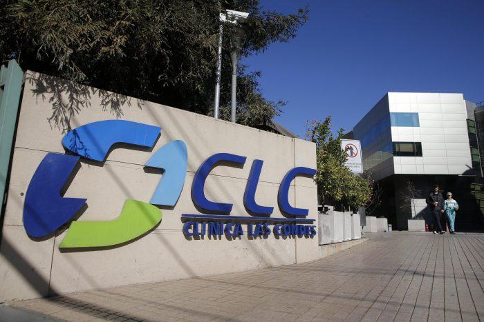 Caso tercera dosis de Clínica Las Condes: presidenta de médicos renuncia y apunta a un
