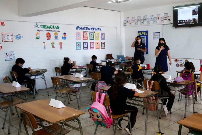 Presidente Piñera insiste en retorno a clases presenciales y Colegio de Profesores asegura que en 31 comunas de la RM no están las condiciones: La Reina realizará consulta ciudadana