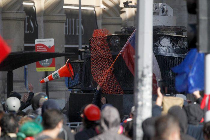 Convención en pausa: Constituyentes Garín y Stingo llaman al Gobierno a hacerse cargo y retirar a FF.EE. de las calles