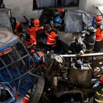 Desbarrancan dos camiones y un auto en Viña del Mar: accidente deja tres muertos