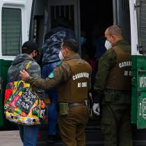 Detienen a dos sujetos por femicidio frustrado y agresión a Carabineros en Santiago
