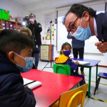 Sigue la polémica por falta de vacunas en municipios: el otro dolor de cabeza del Gobierno en la semana de vuelta a clases presenciales de los escolares