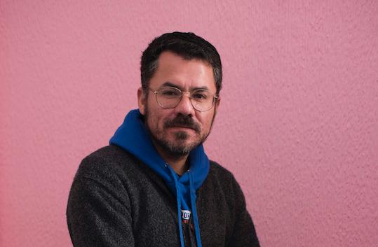 Cristóbal Gaete, autor de «Apuntes al  margen»: «Mis libros son muy desordenados, poco obedientes con las categorías de los géneros literarios»