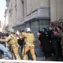 Los constituyentes Alejandra Pérez y Manuel Woldarsky fueron detenidos mientras acompañaban a manifestantes en favor de los detenidos en el estallido social