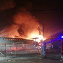 Explosión en medio de un incendio en La Granja dejó a siete bomberos heridos