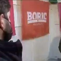 El momento en que periodista confunde detenidos desaparecidos con presos políticos en entrevista a Gabriel Boric