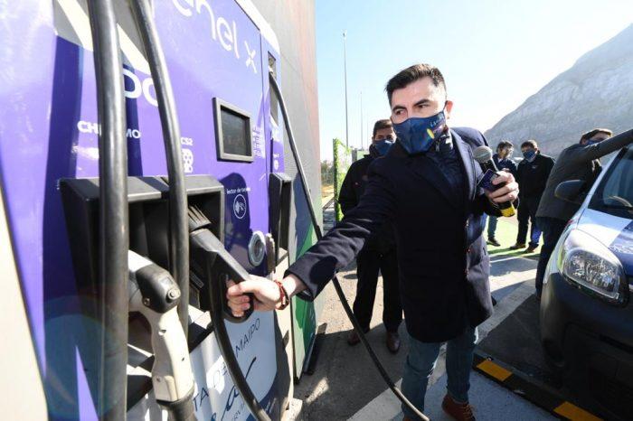 Suman nuevos puntos de carga para autos eléctricos en carretera