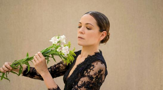 La cantautora mexicana Natalia Lafourcade es incluida dentro de las 100 mujeres poderosas de México de acuerdo a Forbes