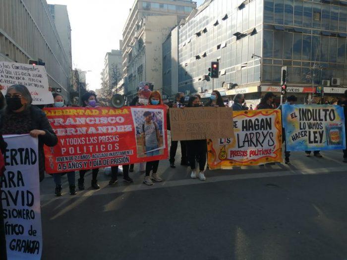 Convención Constitucional: Familiares de presos del estallido realizan manifestación en las afueras del exCongreso