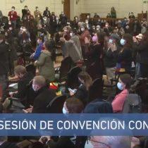 Elisa Loncon rinde homenaje a Luisa Toledo en el inicio de la Convención: salvo sector de la derecha, todos los constituyentes aplaudieron