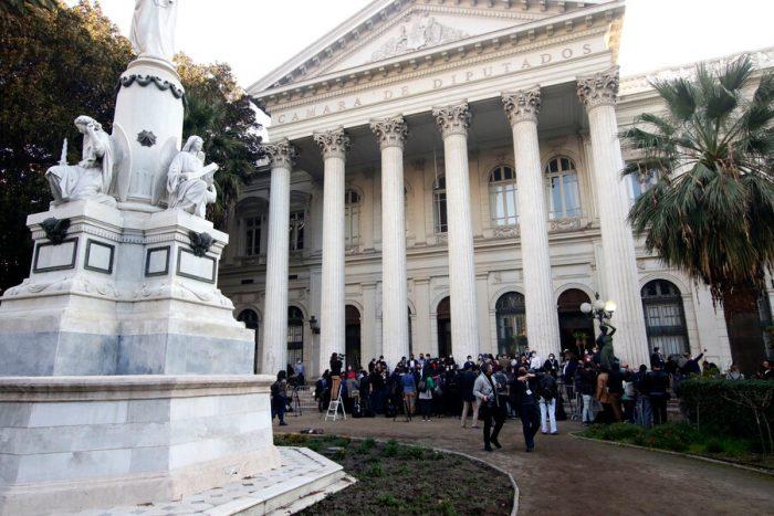 De menos a más: las articulaciones políticas entre los constituyentes a una semana de la puesta en marcha de la Convención