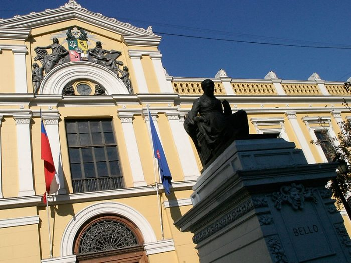 Trabajadores de la U. de Chile respaldan traslado de la Convención Constitucional: