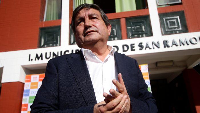 Otra de Aguilera: Denuncian que alcalde de San Ramón usó datos secretos de vecinos con Covid-19 para llamarlos y ofrecerles cajas de mercadería