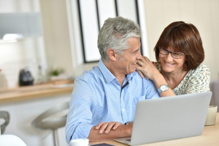 Realizan charla gratuita de educación financiera para actuales y futuros pensionados