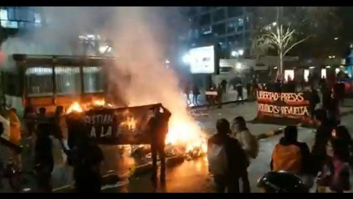Manifestaciones en la Alameda por presos del estallido: reportan desvíos de tránsito