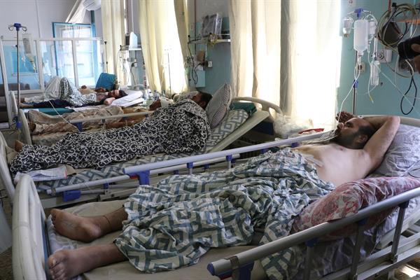 Suben a 170 los fallecidos tras ataque terrorista explosivo en aeropuerto de Kabul