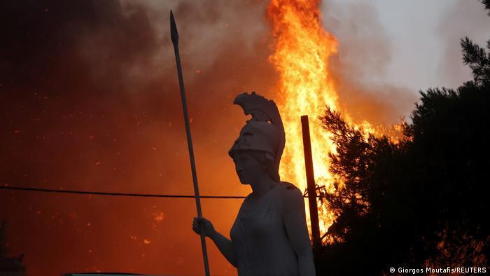 Incendios siguen amenazando a Grecia y obligan a más evacuaciones