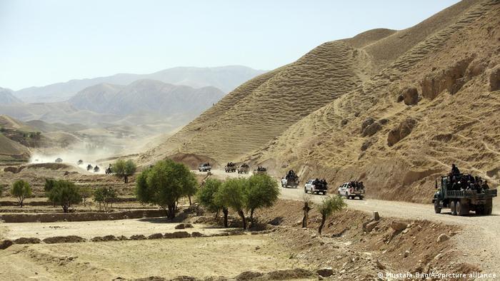 Talibanes se apoderan de dos capitales provinciales más en Afganistán