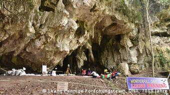 La entrada de la cueva de roca caliza, Liang Panning.