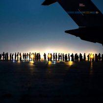 Al menos 13 muertos en ataque suicida fuera del aeropuerto de Kabul