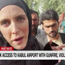 Talibanes amenazan a periodista Clarissa Ward mientras entrevistaba a ciudadanos afganos