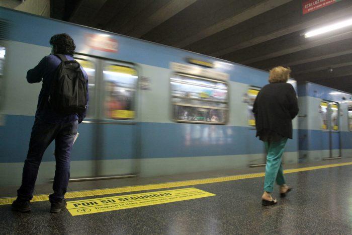 Metro cierra temporalmente estación Cal y Canto por manifestaciones: trabajadores subcontratados por Grupo Eulen denuncian despidos