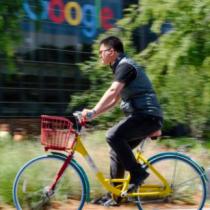 El polémico plan de Google de recortar el salario a empleados de EE.UU. que trabajen desde casa