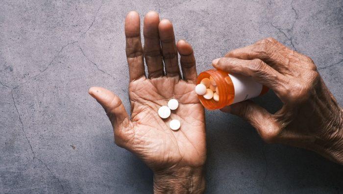 Canastas GES desactualizadas y pandemia: la crisis que enfrentan los pacientes con dolor crónico