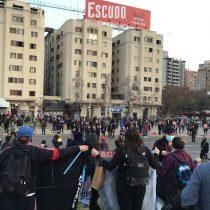 Manifestaciones en Plaza Baquedano: asistentes piden indulto para presos del estallido