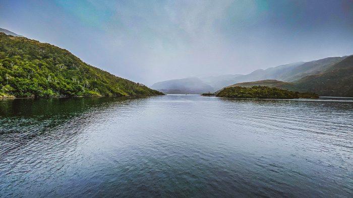 Ensanche del canal Kirke: el polémico proyecto de intervención de la Patagonia que beneficiaría a la industria salmonera