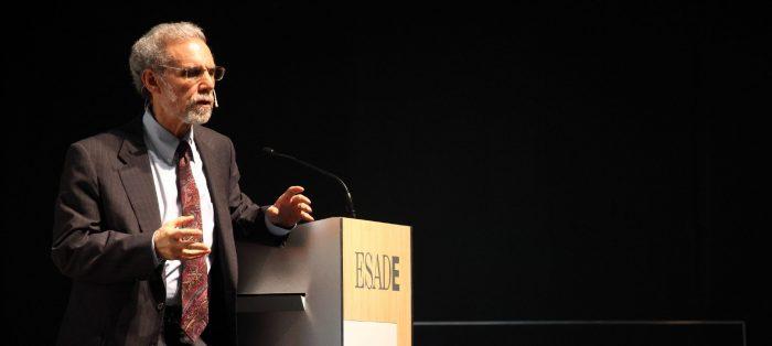 Ante masiva audiencia, Daniel Goleman entregó herramientas para recuperar la salud mental en tiempos de pandemia