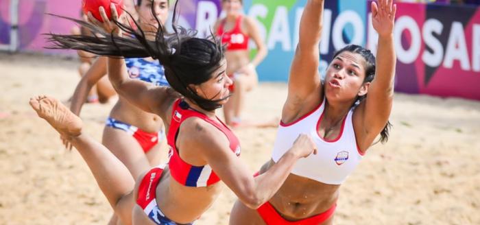 """Copa Menstrual toma fuerza entre deportistas chilenas: """"Antiguamente para poder jugar solo teníamos toallita higiénica y al correr con el roce se hacían heridas"""""""
