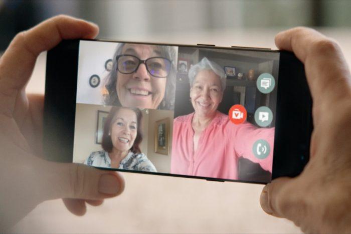 Compañía de telecomunicaciones crea canales exclusivos de atención para adultos mayores