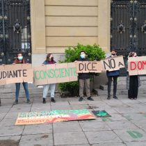 """Estudiantes UC piden a rector Sánchez rechazar proyecto Dominga: """"Optar por el silencio es también una forma de negacionismo"""""""