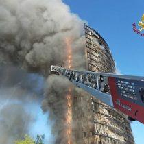 Abren investigación sobre incendio que devoró totalmente edificio en Milán