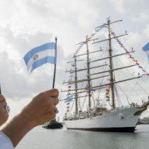 De lejitos no más: el gesto del buque escuela de la Armada de Argentina en Valparaíso
