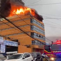 Iquique: incendio afecta a fábrica de ropa industrial
