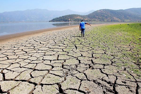 Alcaldes exigen al gobierno mantener y ampliar estado de catástrofe ante escasez hídrica