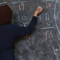 Afganistán: los talibanes excluyen a las niñas de la escuela secundaria