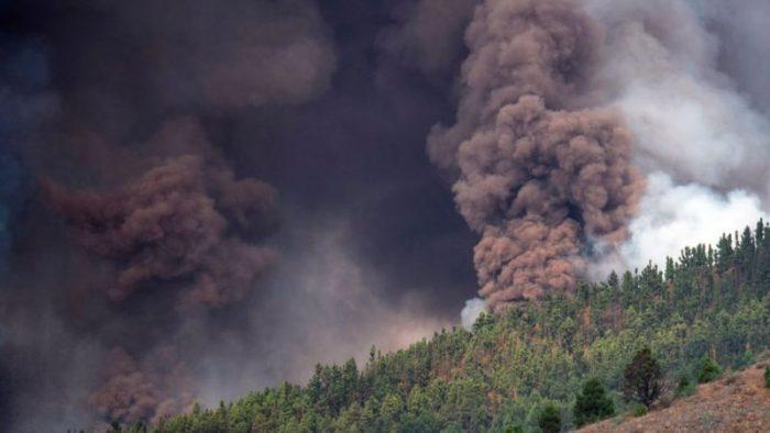 La Palma: las impresionantes imágenes de la erupción de un volcán en las islas Canarias